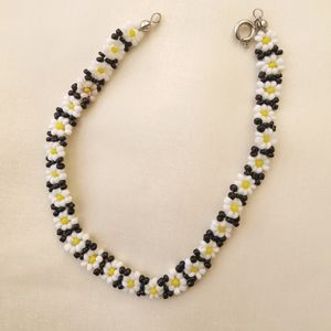 Beaded Daisy bracelet, black, yellow n white